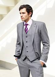 Продам новый мужской костюм-тройка (то есть с жилеткой) 50/172 Румыния